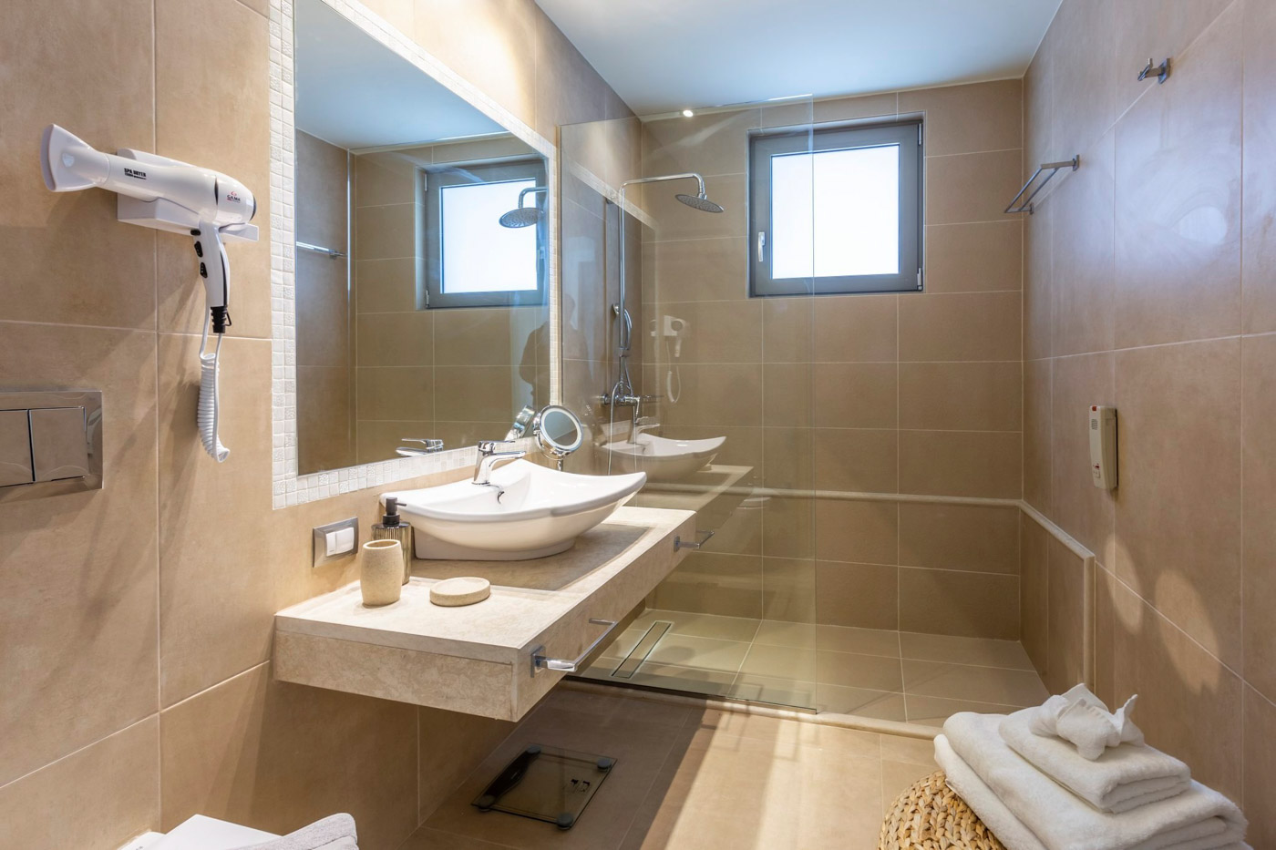 Elysian luxury hotel and spa Kalamata superior room bathroom